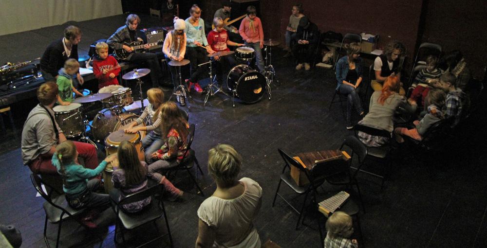 Rütmirikkal lastehommikul saavad lapsed jazzi mängida
